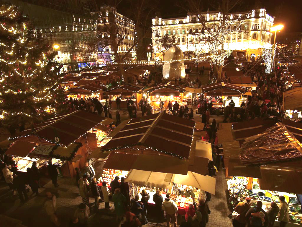 Budapest Christmas Market in 2011  Hungary Travel Guides