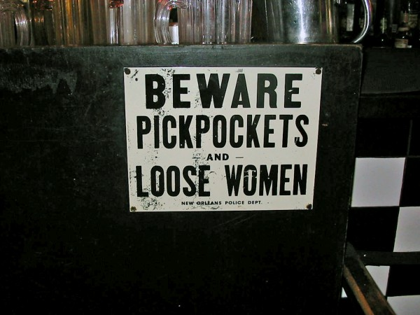 Beware of pickpockets sign